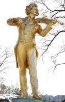 Red muzike pa red priče - Page 3 Statua